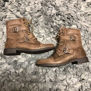 Shoe dazzle brown hiking boots with buckles